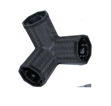 Drei Winkelverbinder aus Carbon